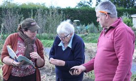 Margaret and Keith learning visual soil assessment