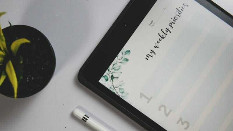 camera internet writing pencil