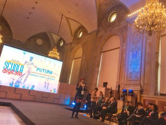 Una fase di Futura, l'evento del Miur a Palazzo Re Enzo a Bologna in coincidenza del quale è stato presentato il decalogo sullo smartphone in classe.