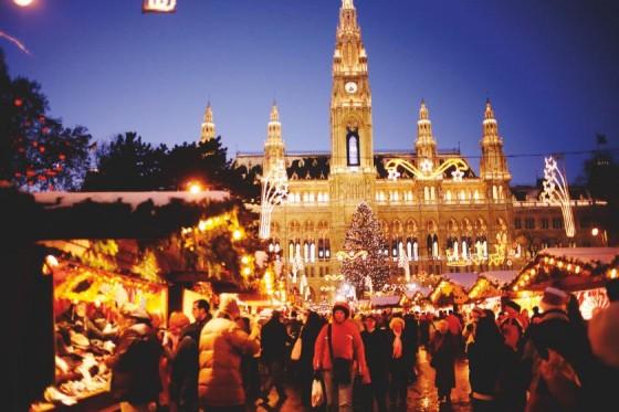 © WienTourismus / Peter Rigaud - Weihnachtsmarkt am Rathausplatz