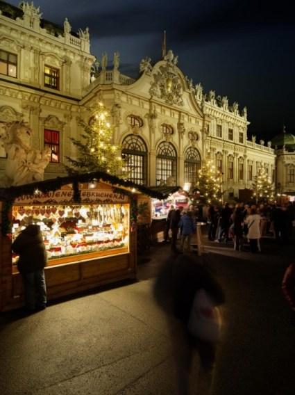 © WienTourismus / Christian Stemper - Weihnachtsdorf am Belvedere Palace