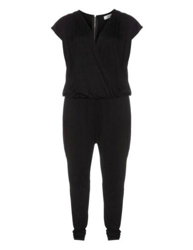 Zizzi: Plus-Size-Jumpsuit mit Oberteil in Wickeloptik - Bild: Navabi.de