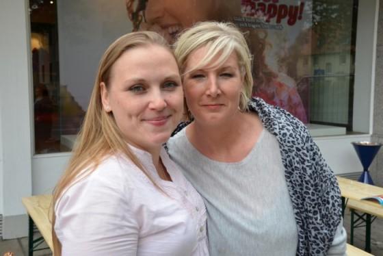 Zunächst wollte nur eine von ihnen zum Casting ... dann gingen beide Freundinnen über den Catwalk :-) I PlusPerfekt.de
