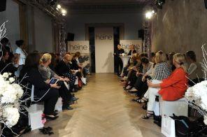 Begrüßung durch den Modedesigner I Bild: Heine
