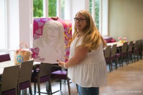 Kandidatin beim Casting zur Wahl der Fräulein Kurvig in Indigo-Hotel in Düsseldorf
