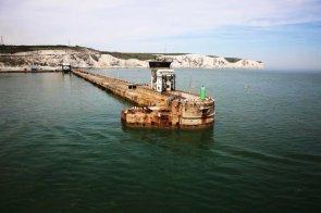 Wir setzen mit der Fähre am Hafen von Dover ab