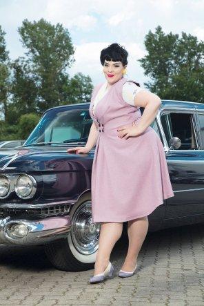Ina Holub im Plus Size Vintage Kleid von Frl Else I Bildrechte Gregor Schweinester