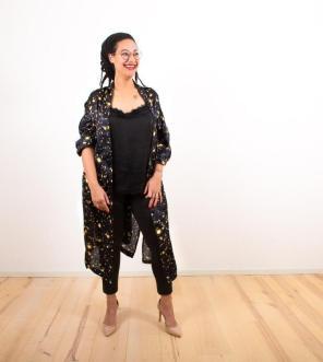 Sternenstaub | Kimono aus leicht transparenter Seide in Mitternachtsblau | Über Dessous oder auch als Streetwear zu tragen || Stardust | Kimono out of slightly transparent silk in midnight blue | Wearable with lingerie or as streetwear