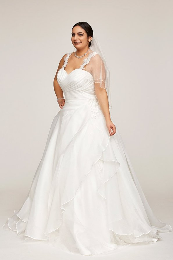 Brautkleider in Plus Size | Credits: Weise Fashion