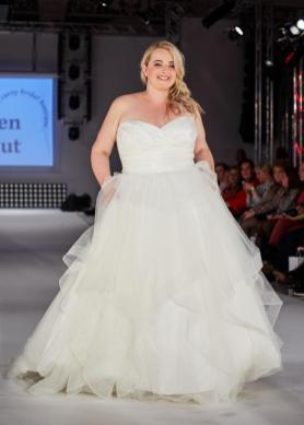 Brautmode von Vollkommen.Braut auf dem Runway der DFD in Hamburg