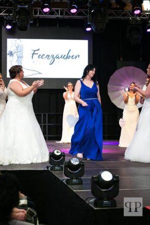 Ganz in Blau ... Linda Hofmann, Veranstalterin der Modenschau