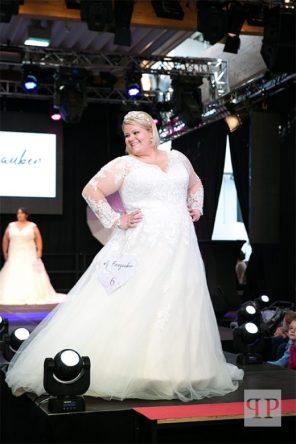 Brautkleid mit V-Ausschnitt | Brautatelier Feenzauber