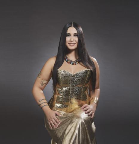 Camilla Antonaroli interpretiert Cleopatra | BeautifulCurvy Kalender | Fotografiert von Stefano Bidini