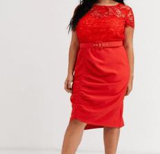 Rotes Kleid mit Taillengürtel, Sitze und Raffung   Paper Dolls bei Asos Curve