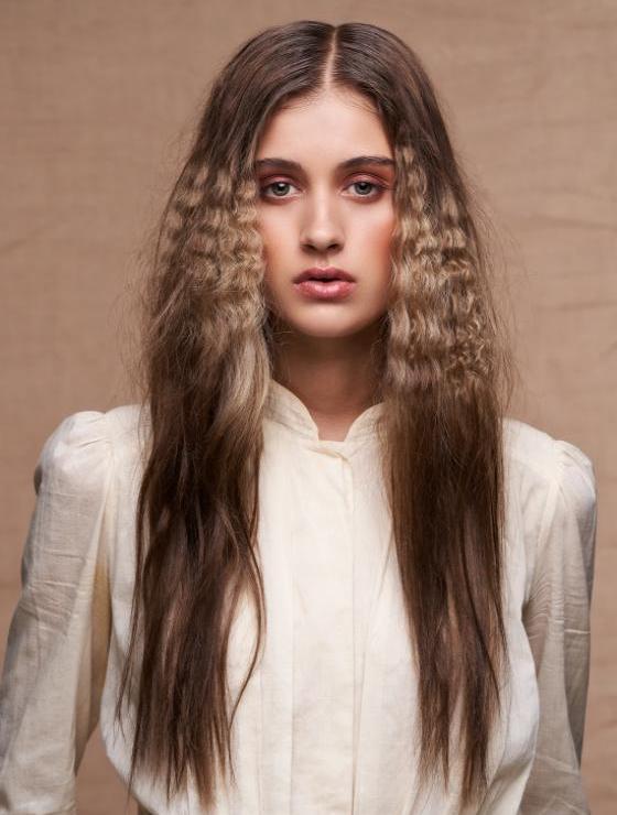 Crepp für den echten Boho-Look | Credits: ZV des Friseurhandwerks | Foto: Mario Naegler