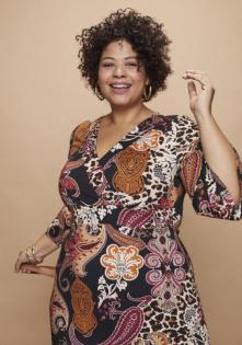 Tanja in einem Kleid aus der Soulfully-Blogger-Kollektion