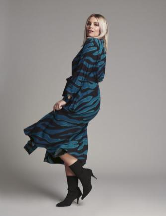 Blusenkleid für Curvys aus Viskose-Crep