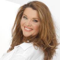 Du kannst das auch! Curvy-Model Dina Wacker über Selbstzweifel & ihre Erfolgsgeheimnisse