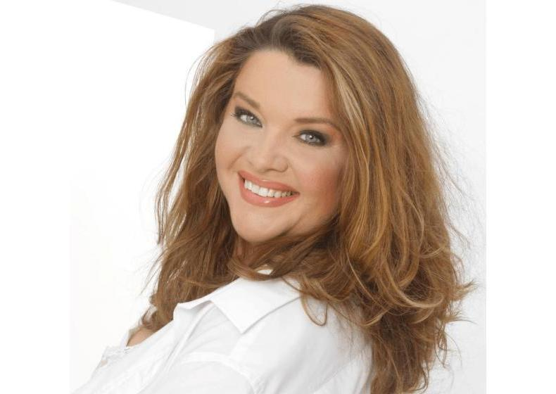 Dina Wacker, Curvy-Model, Miss Plus Size Germany und Buchautorin