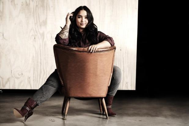 Bahar Kizil in einem Outfit aus der neuen Herbst-Winter-Kollektion von sheego. The curves company.