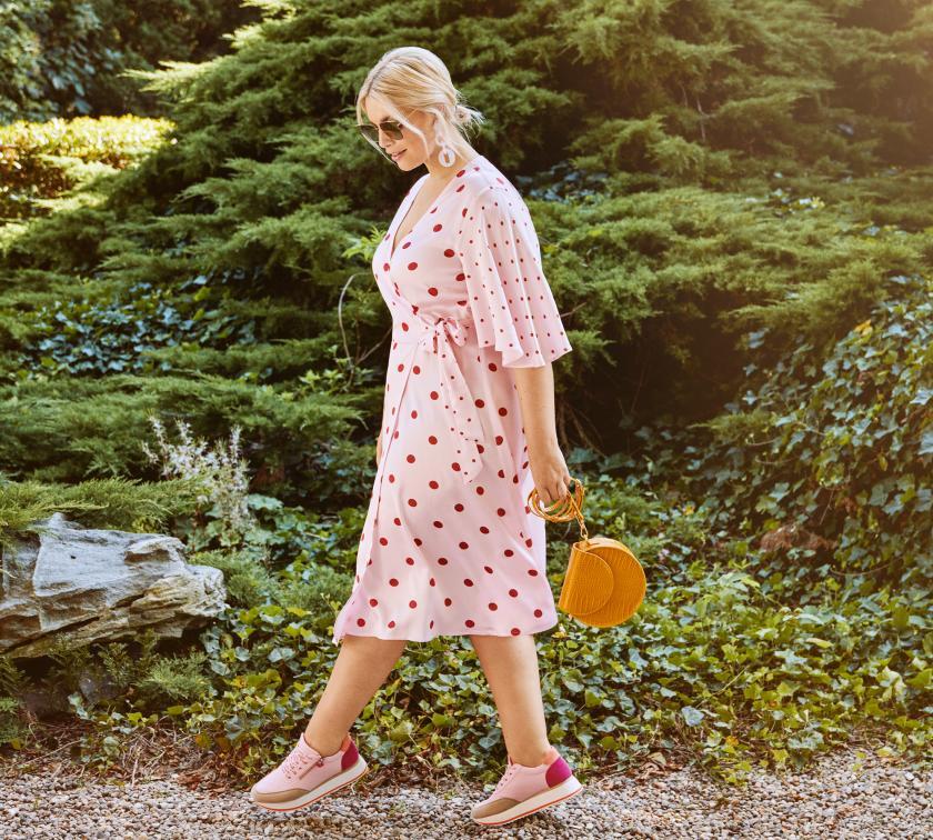 Ein Kleid aus der Rock Your Curves Kollektion von Angelina Kirsch