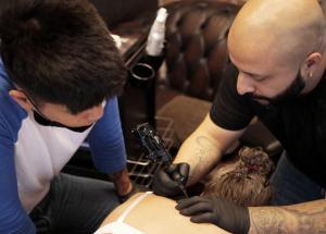 Tattoo Künstler Mehrdad Karimi | Credit: Simona Clarkson
