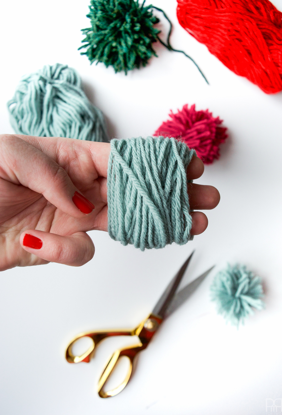 diy-pom-poms-and-tassels-19
