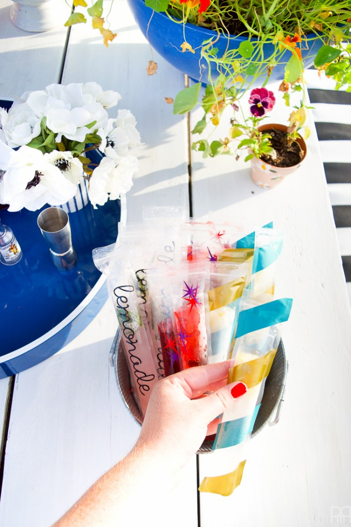 Making happy hour that much more special, with your own customizable cocktail freezies. I made Gin & Tonic freezies, Black Cherry & Rhum freezies, and Rosemary Pink Lemonade freezies. Freezies or freezie pops, however you call them, will never be the same again!