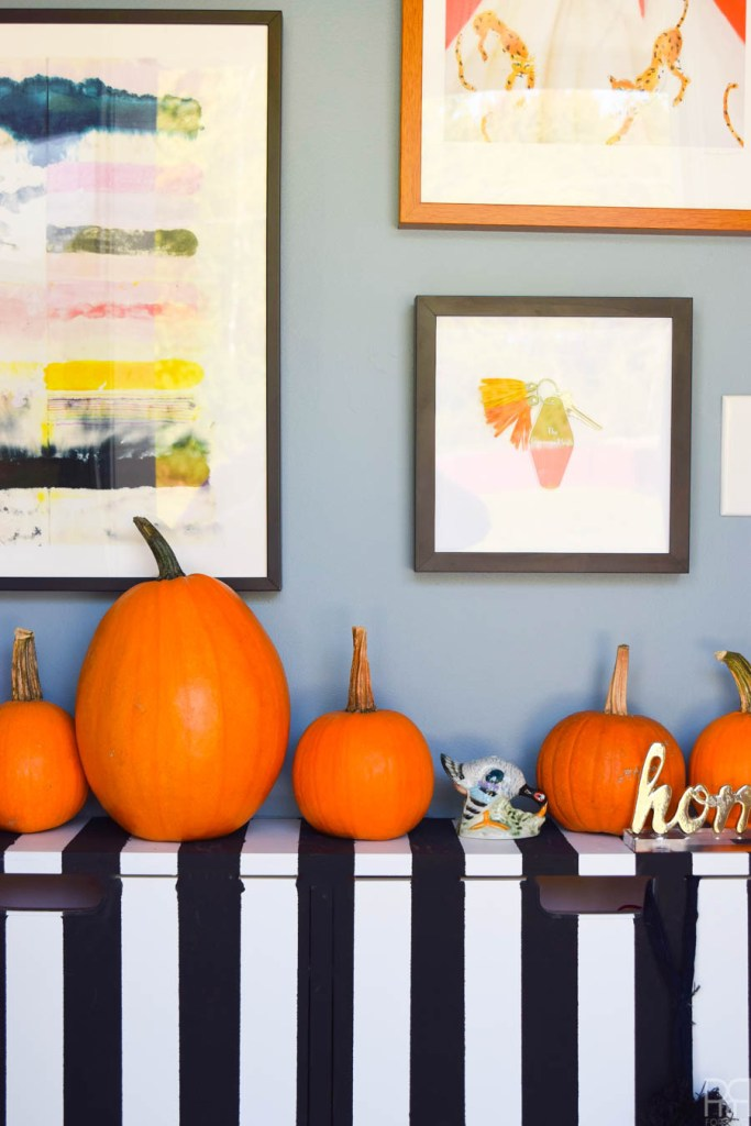 Graphic Fall Entryway – Pumpkins Galore!