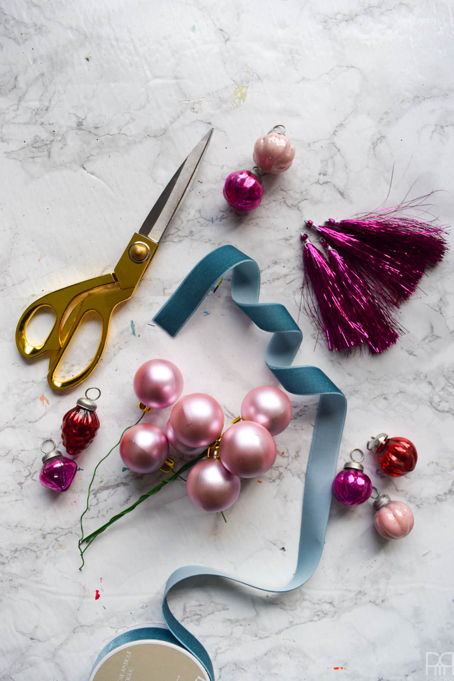 Create perfect Juniper Berry Christmas Swags using Afloral stems and ornaments. They're the perfect decor for your kitchen or bathroom, and don't take up as much room as a wreath.
