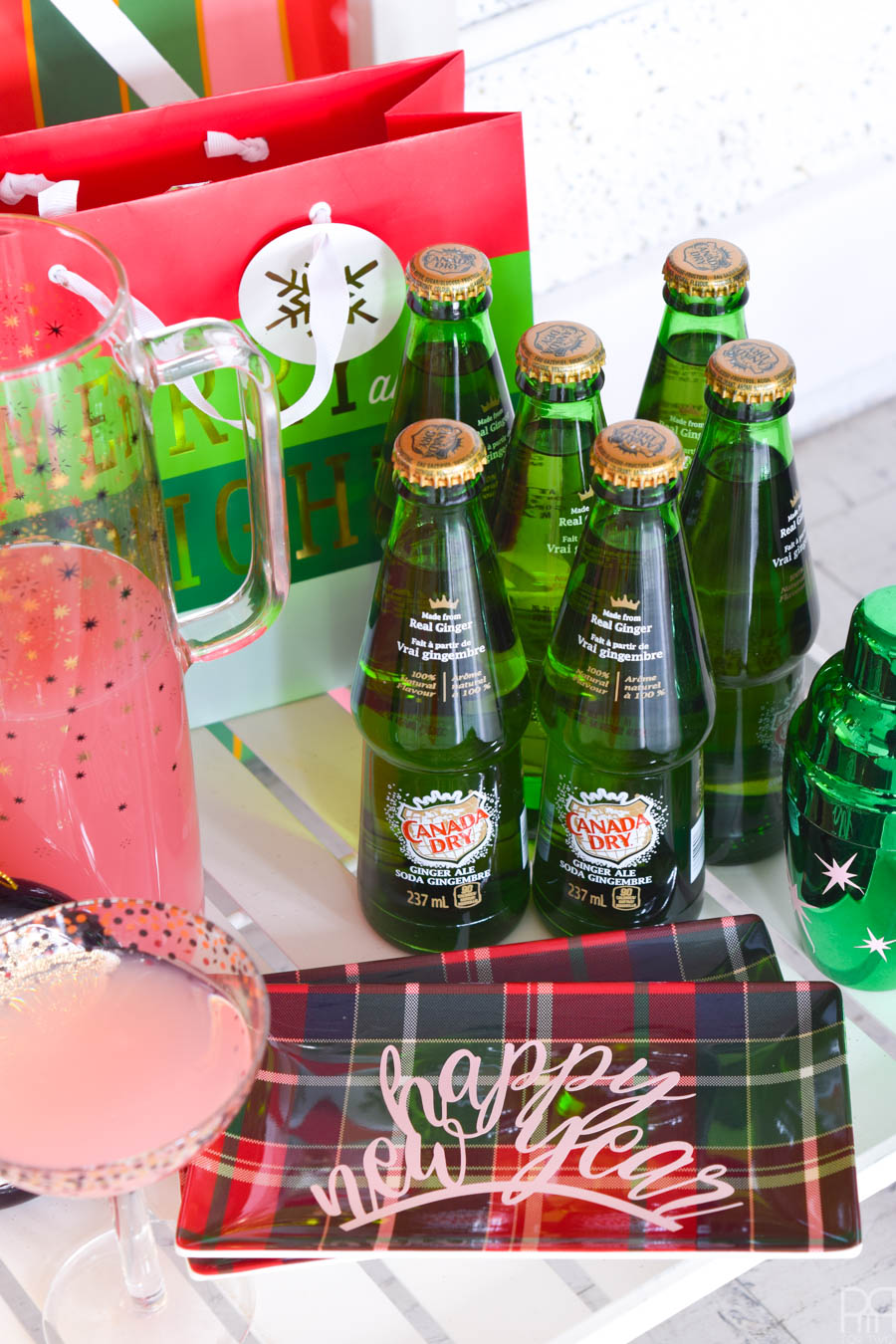 A colourful NYE Party Backdrop + Cocktail Bar to give you and your guests all kinds of fancy fun this December 31st. Grab your Cricut and start crafting!