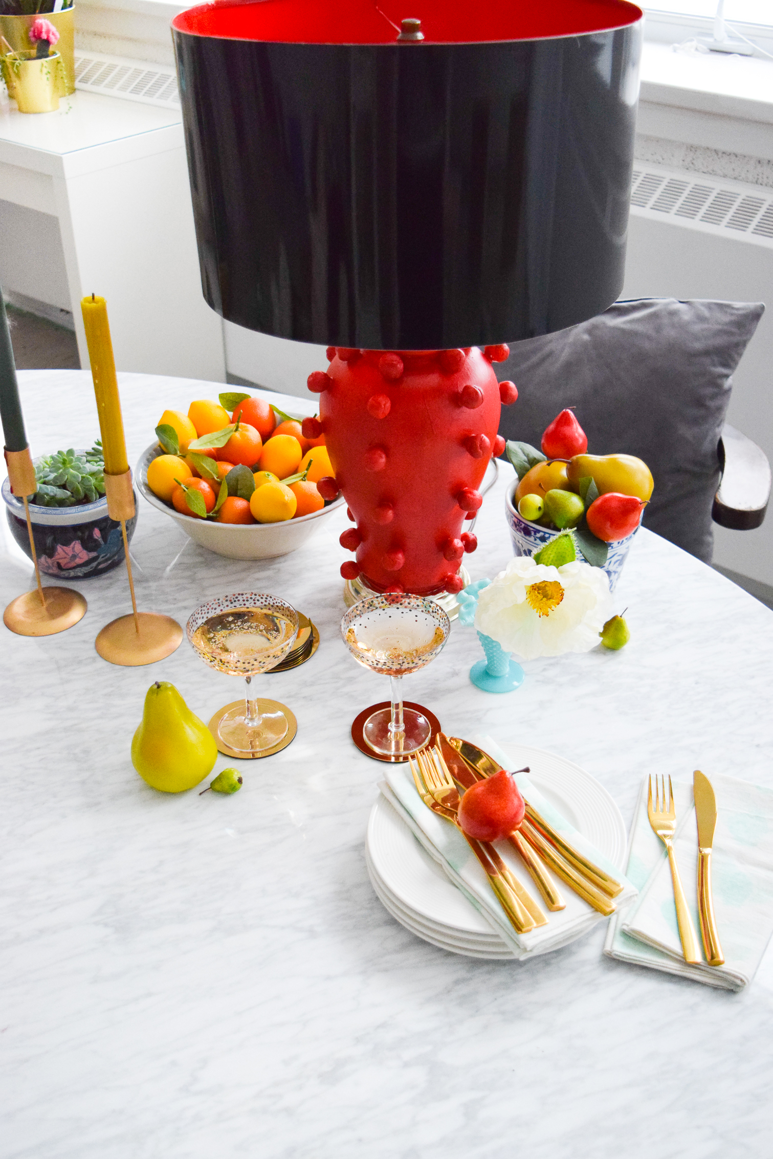 Bring some drama to your lighting situation with this DIY Kelly Wearstler Lamp. Upcycle an old lamp with air dry clay, and make one to amp up your decor. You can make it in any colour you want as long you've got the paint!