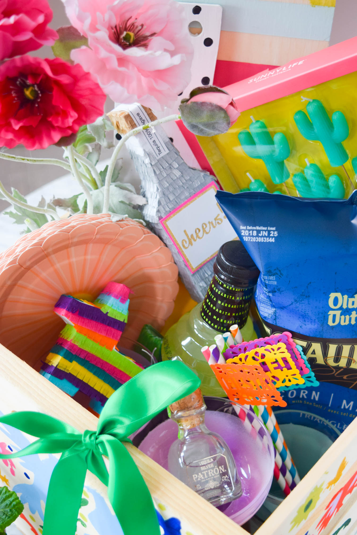 You've still got time to assemble a Cinco de Mayo party box, so what are you waiting for?! Grab yourself a @CratesandPallet crate to get started, and don't forget to fill it with all kinds of miniature pinatas and tasty treats.