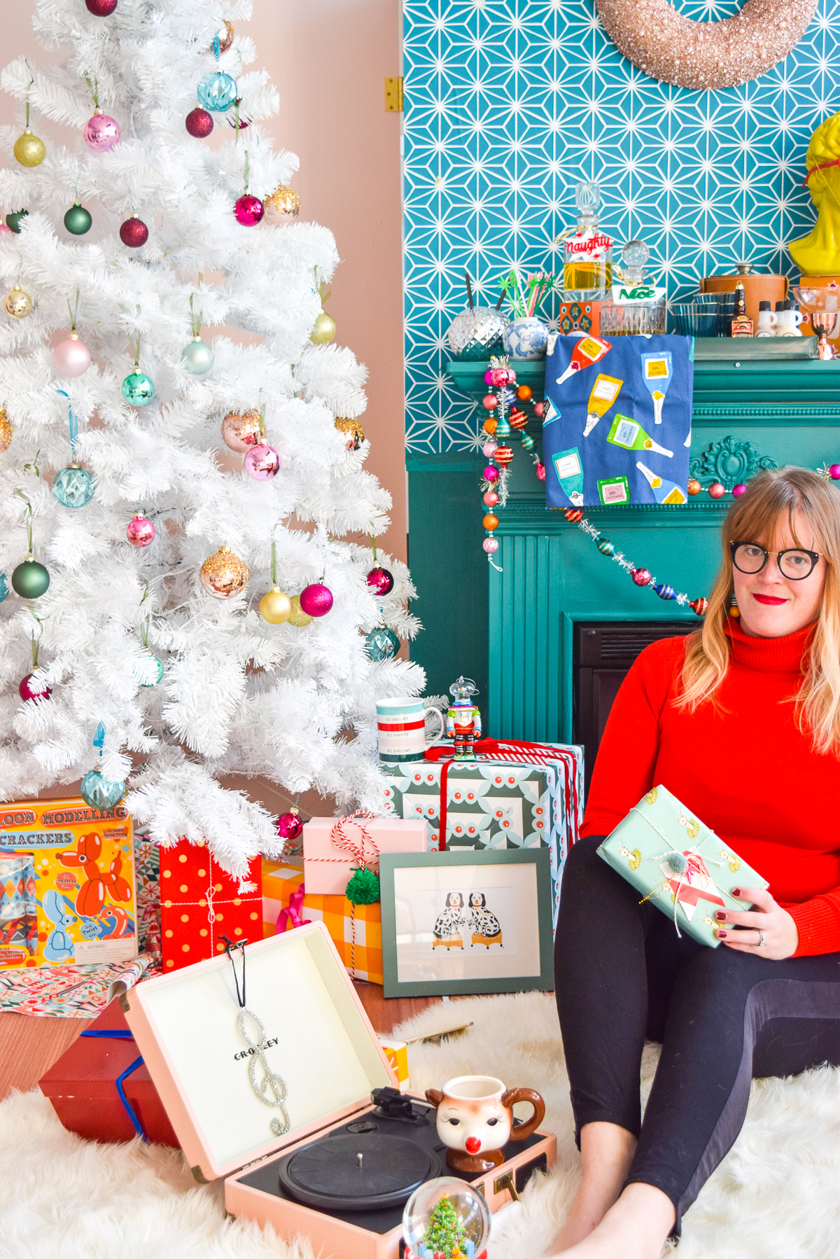 It's Christmas gift guide time! I've got everything you need (& won't see elsewhere) for the hostess with the mostess, the cool girl, & the cocktail lover! Come on down and see what I'd want