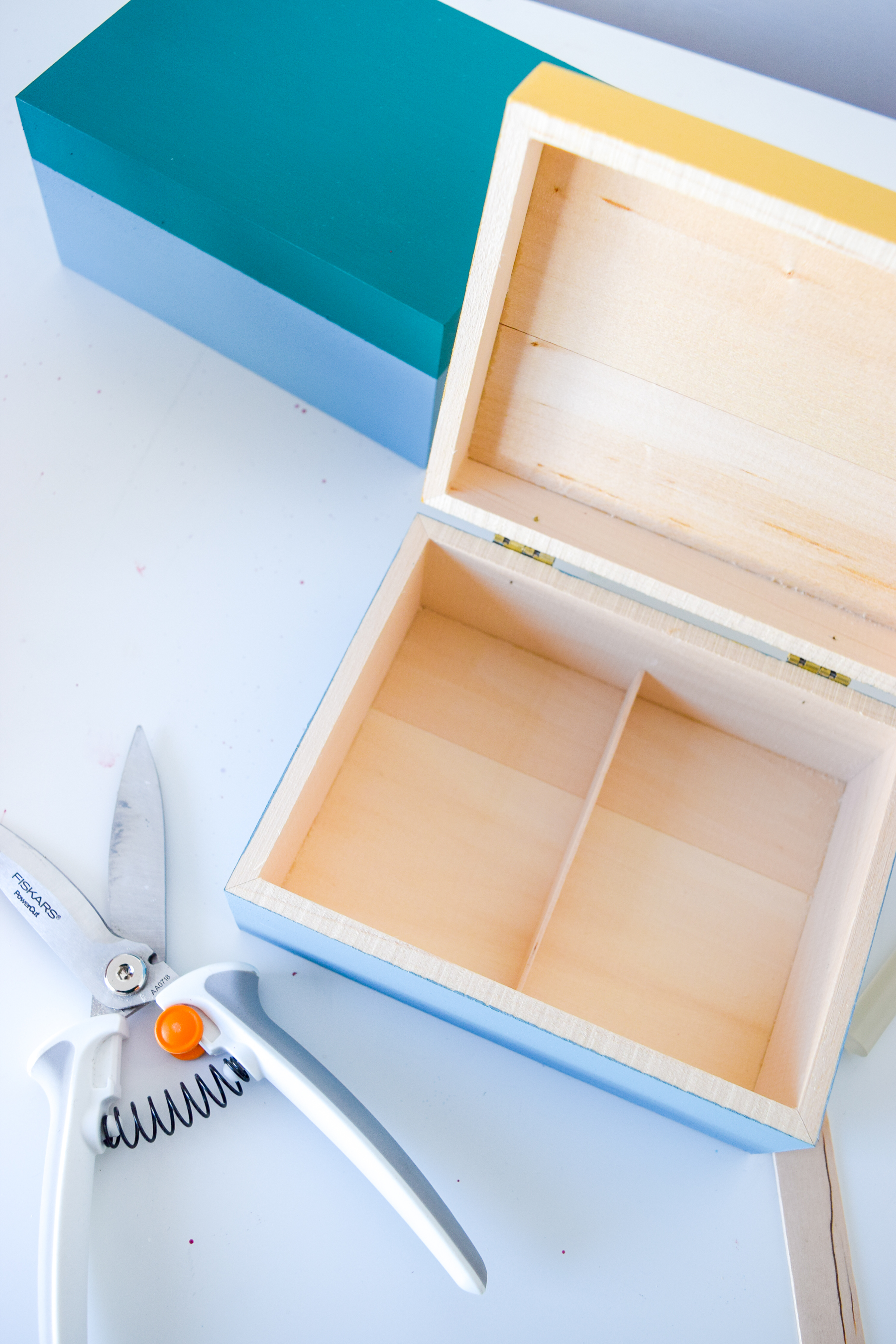 DIY Colour Blocked Jewelry Boxes made with Basswood boxes from Walnut Hollow, are just what you need to store all your bangles, baubles, beads and more!