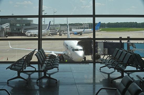 В Шереметьеве самолет столкнулся со служебным автомобилем