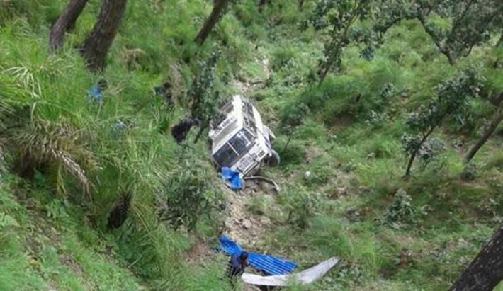 कैलालीमा बस दुर्घटना: एकको मृत्यु, ११  घाइते