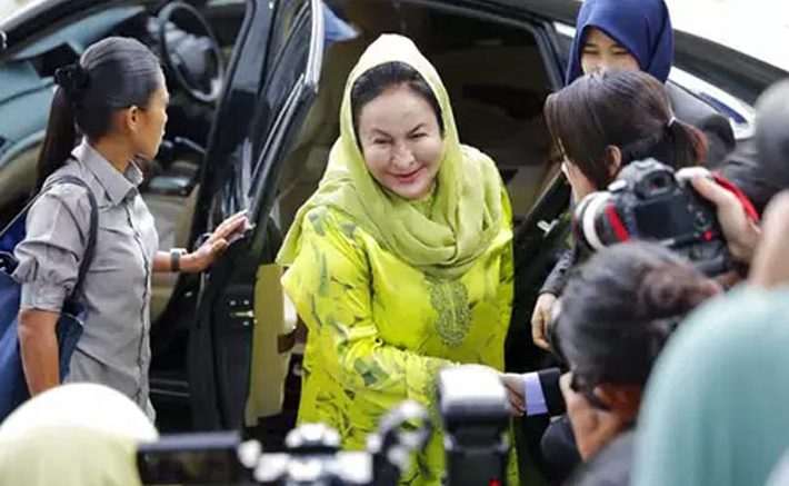 पुर्वप्रधानमन्त्रीकी श्रीमतीलाई १७ आरोप