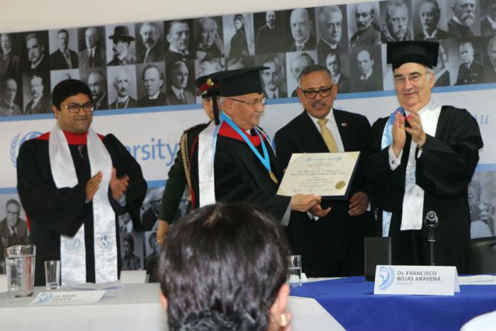 शान्ति विश्वविद्यालयद्वारा प्रधानमन्त्री ओलीलाई मानार्थ विद्यावारिधिको उपाधि