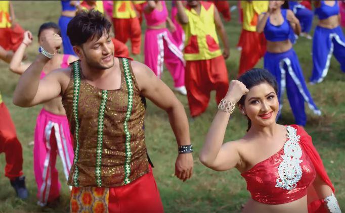 चलचित्र 'रुमालै छ चिनो'को पहिलो गीत सार्वजनिक (भिडियोसहित)