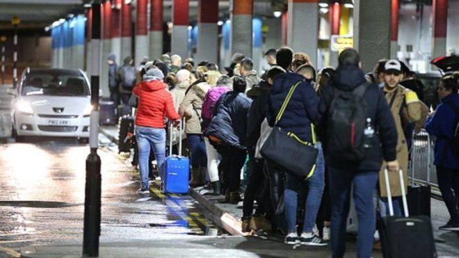 ड्रोनका कारण ग्याट्विक विमानस्थल  अस्तव्यस्त