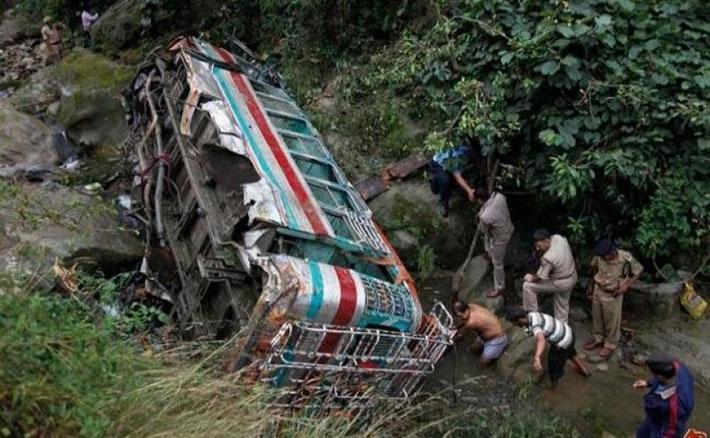 बस दुर्घटनाः ११ यात्रु घाइते