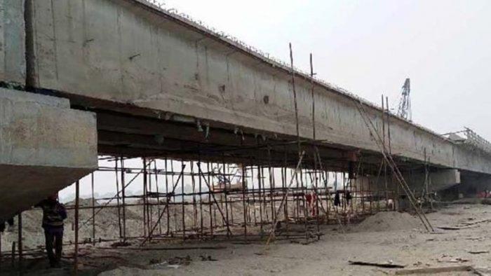 गुणस्तरहीन निर्माण सामग्री प्रयोग भएको भन्दै पक्की पुलको निर्माणकार्य रोक्न प्रशासनको निर्देशन