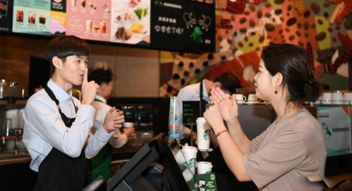 चीनमा खुल्यो पहिलो साइलेन्ट क्याफे, जहाँ इशारामै गर्नुपर्छ खानाको अर्डर