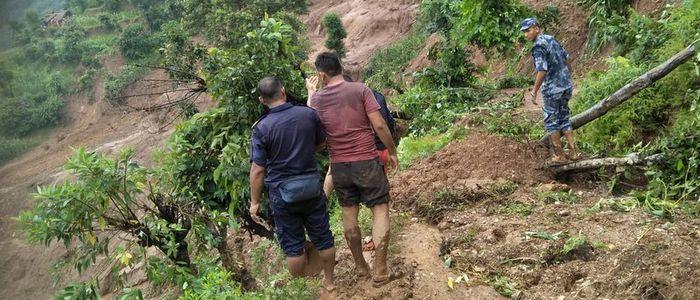 गुल्मीको पहिरोमा परेकालाई सहयोग गर्न राहत सङ्कलन