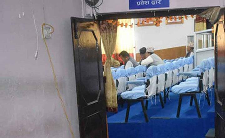 दुर्गन्ध र ढलले संसद् बैठक स्थगित