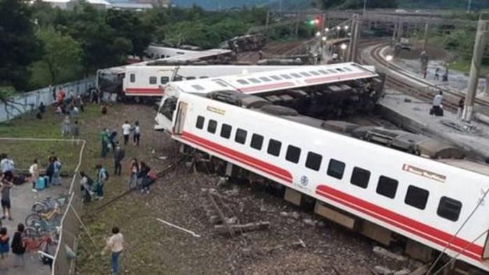 मुम्बईमा भएको रेल दुर्घटनामा १५ को मृत्यु