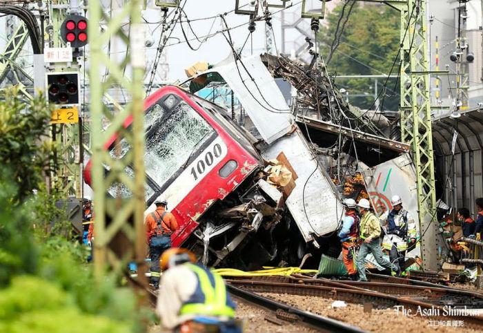 जापानमा भयङ्कर ट्रेन दुर्घटना