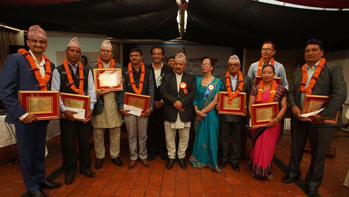 पिपी प्रसाईं राष्ट्रिय उत्कृष्ट शिक्षक पुरस्कार डा कँडेललाई