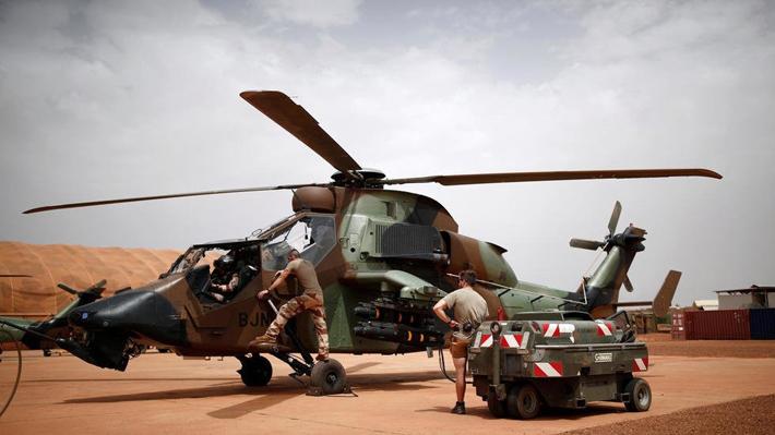 दुई हेलीकोप्टर एक आपसमा ठोक्किँयो, १३ सैनिकको मृत्यु